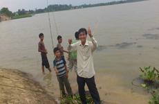 Câu cá với các em Campuchia